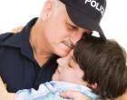 A 13 éves fiú felhívta a rendőröket, hogy el akar menekülni otthonról. Amikor beléptek a lakásba…