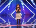 Simon forgatja a szemét, amikor a 9 éves kislány azt mondja, hogy Celine Dion klasszikusát fogja énekelni, de aztán leesik az álla
