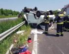 M3-as autópályán balesetezett a Kowalsky meg a Vega zenekar