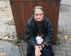 Kispesten a piacnál ül ez a néni, és sír, éhezik s fázik