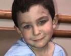 Tűzre ébredt fel az 5 éves kisfiú, 2 éves kishugát az ablakon át mentette ki, és visszament a család kutyájáért is. A hős kisgyermeket jutalmazzuk meg sok szívecskével