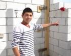 """16 évesen saját házát építi: """"A korombeliek egész nap az utcán csavarognak, dohányoznak és isznak"""""""